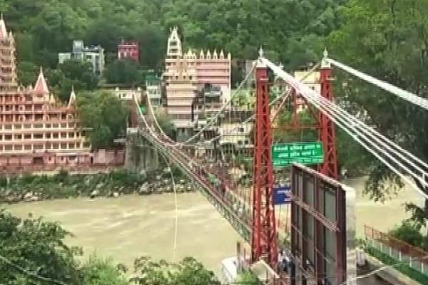 laxmanjula bridge was temporarily closed