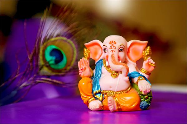 according to your zodiac sign offers sweets to lord ganesha