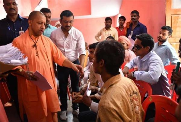 yogi in gorakhpur heard in the janata darbar problem