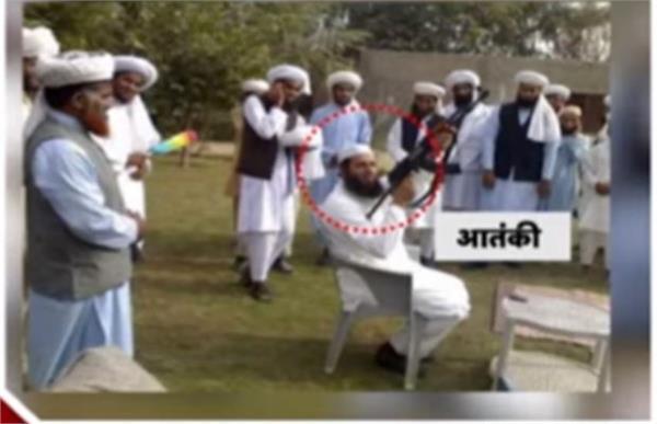 pak minister ijaz ahmed photo viral with terrorist khadim rizvi