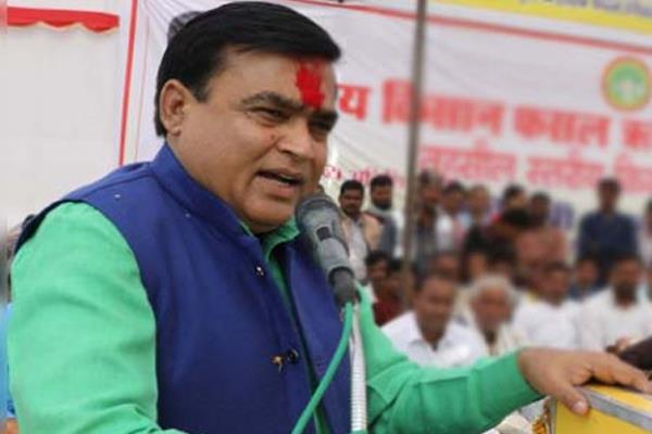 kamalnath government minister lakhan singh claim is 6 more mlas of bjp