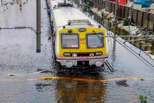mumbai rain weather department high tide skymat trains canceled