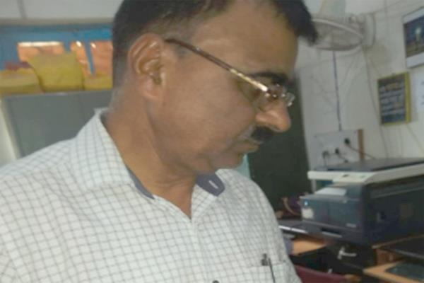 police arrest taking bribe 20 thousand steno appointment in anganwadi