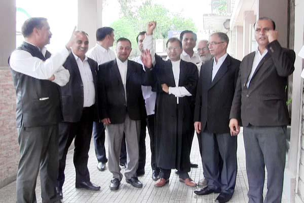 advocates protest in mandi