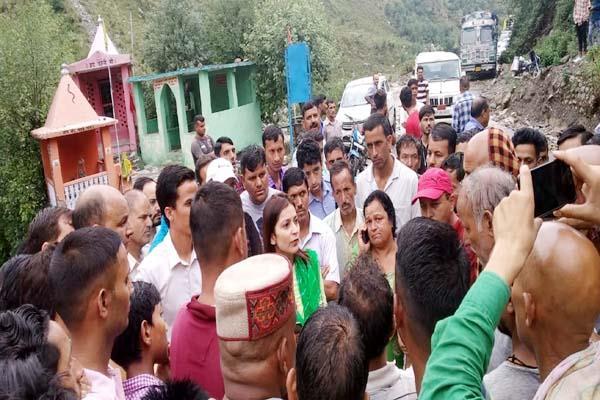 people wheel jam on chamba bharmaur road