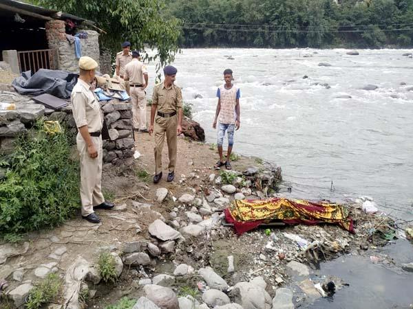 deadbody recovered from beas river