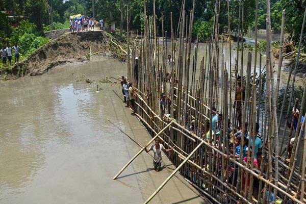 floods in assam 54 million people displaced