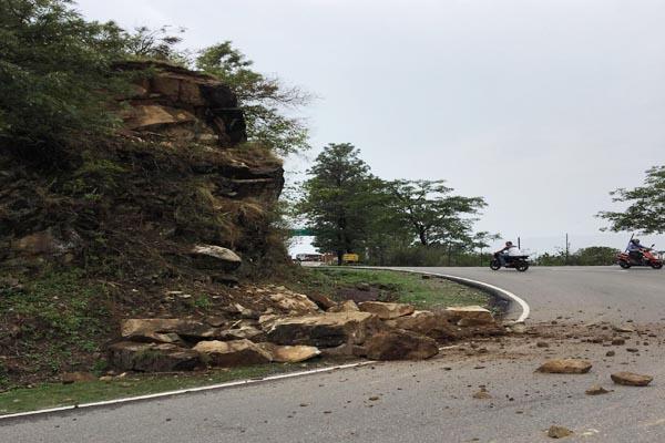 paprola hill rocks