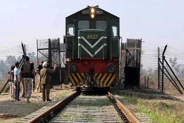 rail and bus services closed in indo pak