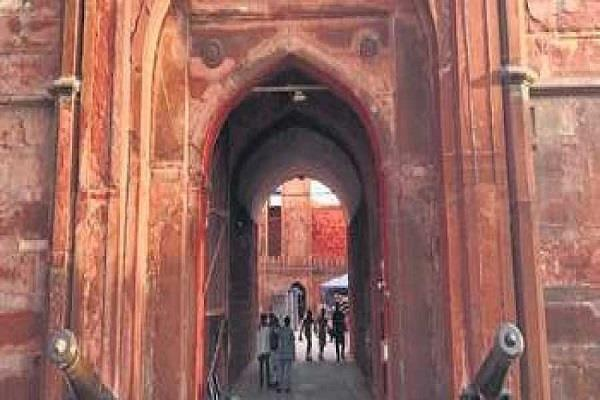 mughal artillery started at lahori gate of red fort