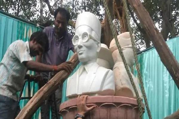 dusu installed statues of savarkar bhagat singh subhash chandra in du