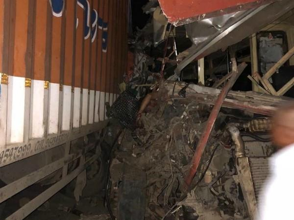 maharashtra 11 killed when a truck collides with a bus