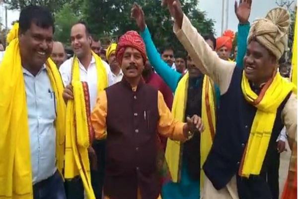 dance of congress mla goes viral