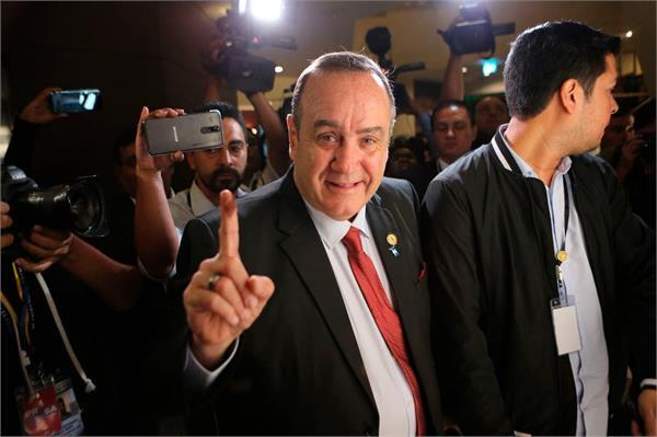 alejandro giammattei wins guatemala s presidential runoff