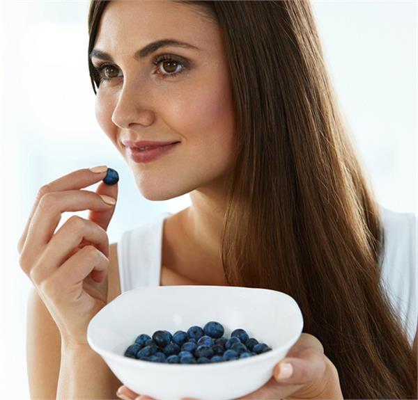 डायबिटीज और डैंड्रफ की देसी दवा है Blueberry, जानिए इसके 15 फायदे