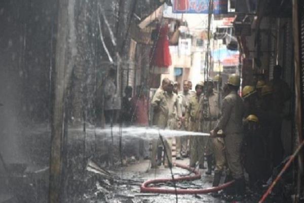 delhi gandhi nagar market police