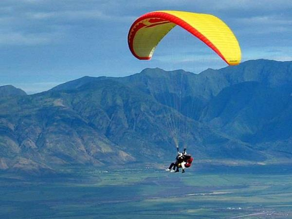 a tourist died on the spot due to paraglider crash