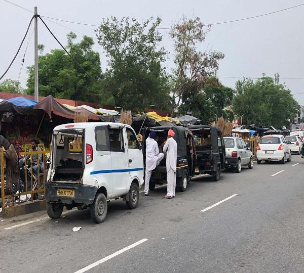 due to autos on streets it s difficult to pass through bhogpur city