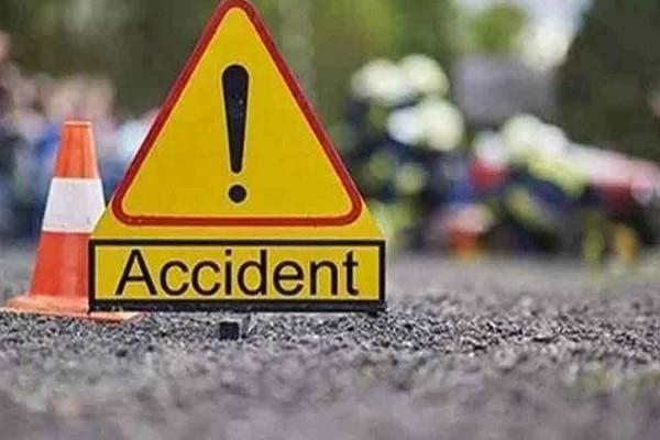 7 killed in collision with suv parked on lorry road in malda