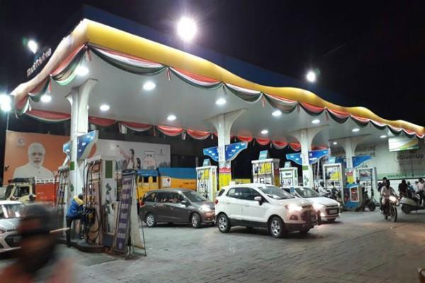 mukesh ambani reliance and bp to open 5500 petrol pumps