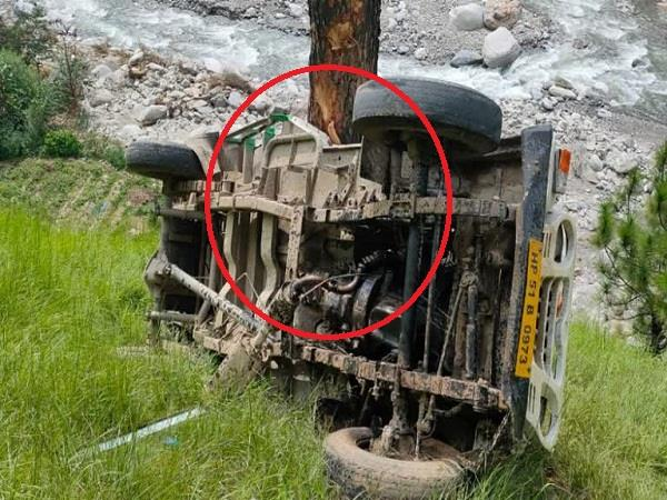 pickup fell in the ditch at nerwa in shimla
