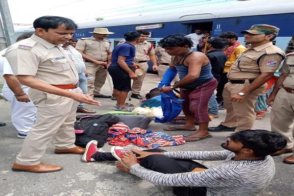 haryana 11078 jhelum express 6 passengers beaten
