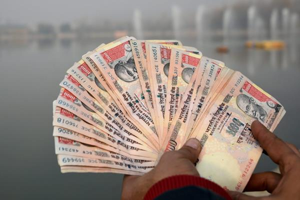 pnb employees caught illegally changing money during demonetisation