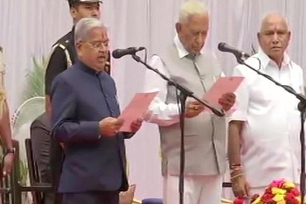 leaders take oath as karnataka cabinet ministers