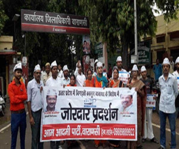 aap protests against unnao rape victim
