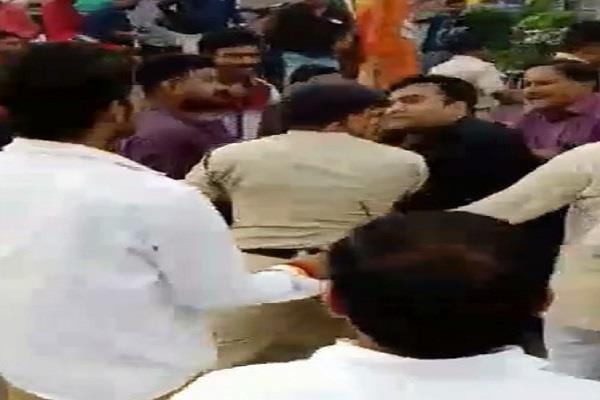bjp hubby hooliganism police clash video gets viral