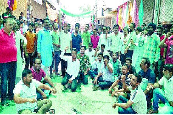 shopkeepers broke protesting over the