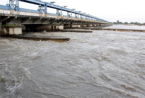water level in ganga yamuna rises