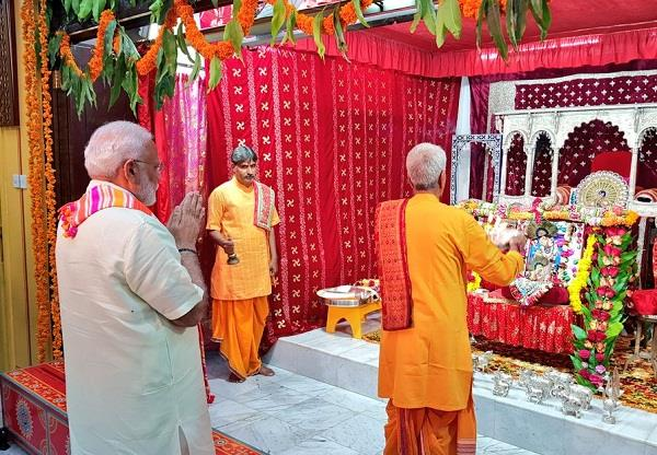 bahrain pm modi worships in 200 year old shrinathji temple