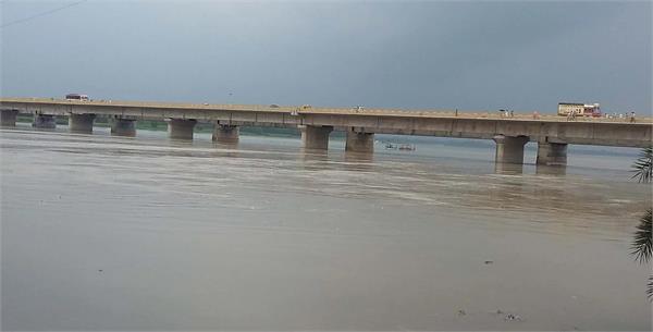 increase in water level of ganga yamuna due to rainy water