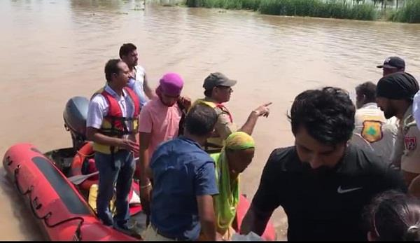 dc came to the ground to help the flood victims