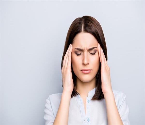कहीं सिर का दर्द माइग्रेन तो नहीं ? अगर हां तो जानिए राहत पाने के घरेलू उपाय