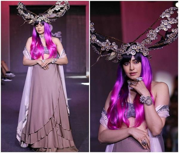 LFW: ड्रेस से ज्यादा अदा शर्मा के अजीबोगरीब क्राउन ने बटौरी सुर्खियां (See Pics)