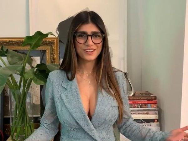 mia khalifa surprises fans by disclosing amount she earned from porn shoot