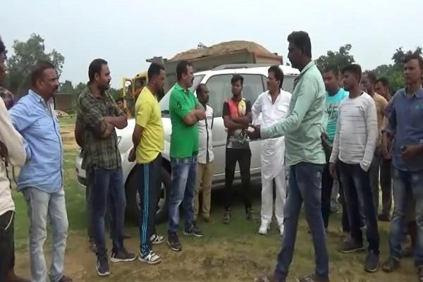 two groups clashed in balaghat due to sand excavation