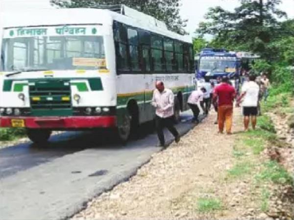 traffic jam due to bus breakdown