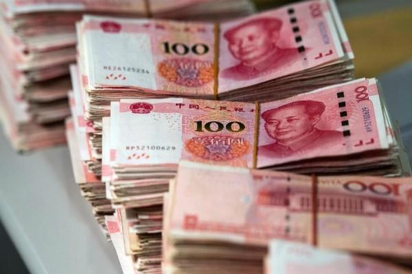 china weakens its currency yuan