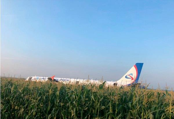 aircraft landed in russia in emergency 10 people injured
