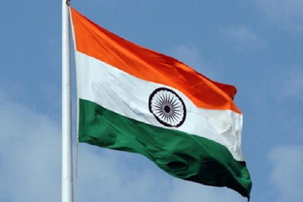 who will hoist the national flag on independence day in mp
