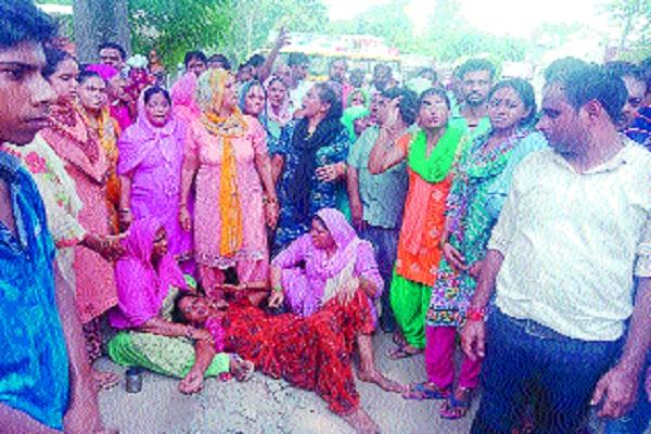 family protests to demand the arrest of the culprits