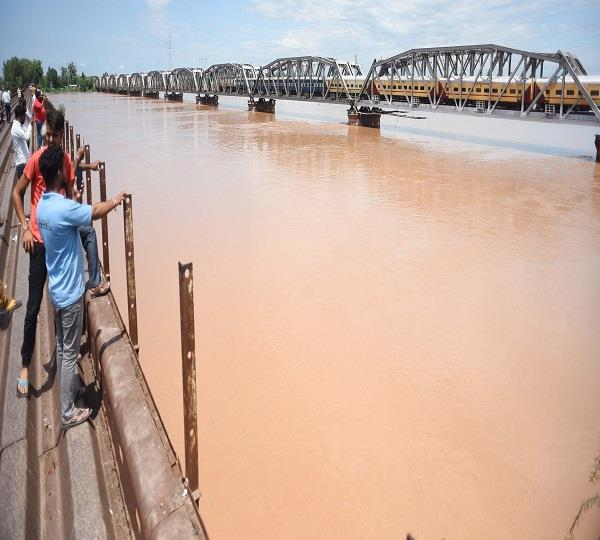 ludhiana on alert after heavy discharge of water in sutlej
