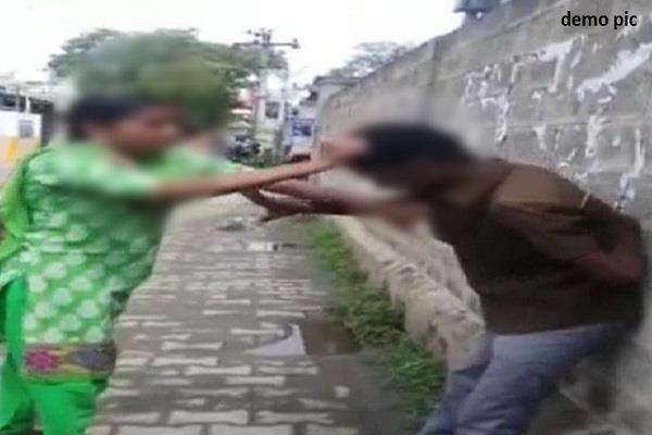 girlfriend beats her boyfriend by calling him home