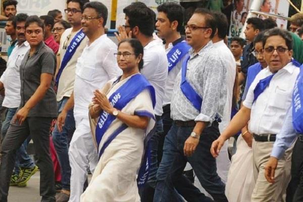 mamta banerjee raised the issue of unemployment
