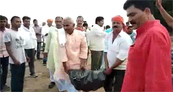 laborers become mlas to save ring bandha