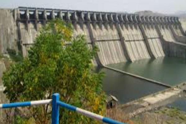 kamal nath government charge water to gujarat mp electricity compensation