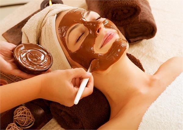 चॉकलेट के 10 ब्यूटी टिप्स, ब्लैकहेड्स से लेकर झड़ते बालों की होगी छुट्टी